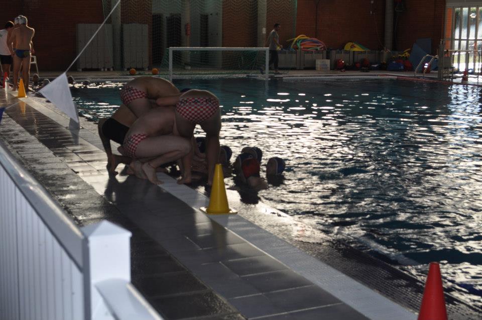 Waterpolo 1 jornada waterpolo san vicente b 12 for Piscina san vicente de paul