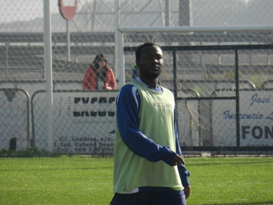 Kabiru Akinsola durante un entreno. Foto: Pedro Gómez (Crónicas deportivas de Cartagena).