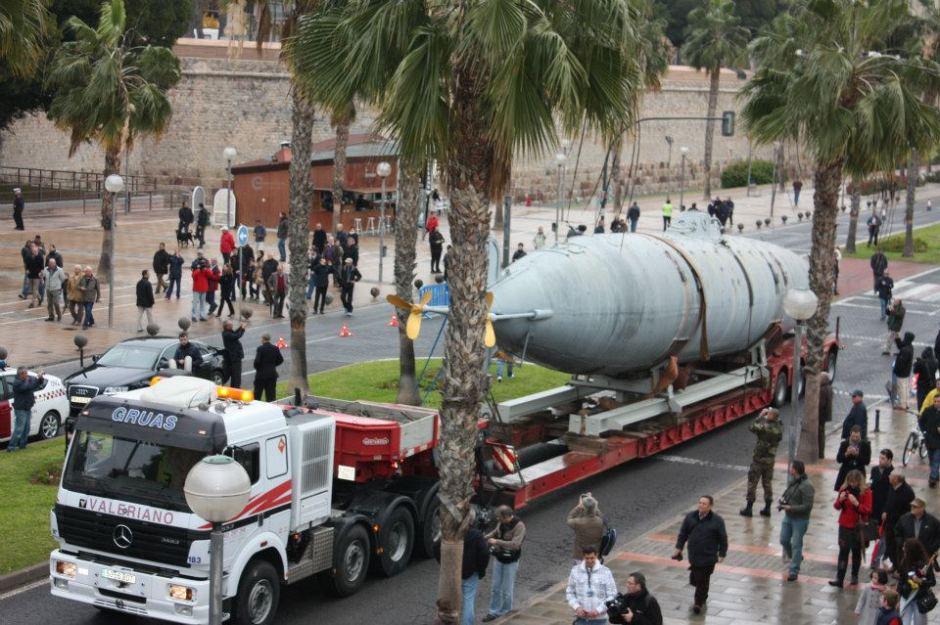 Instantánea de esta mañana del traslado del submarino Isaac Peral. Foto: Cámara de Comercio de Cartagena.