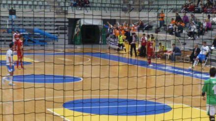 Afición albiazul animando en Murcia. Foto: Futsal Cartagena.