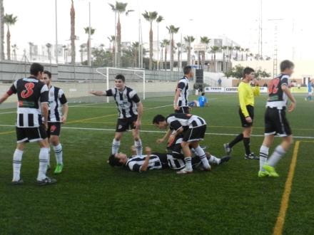 Celebración del tanto de la victoria Foto Pedro Gómez