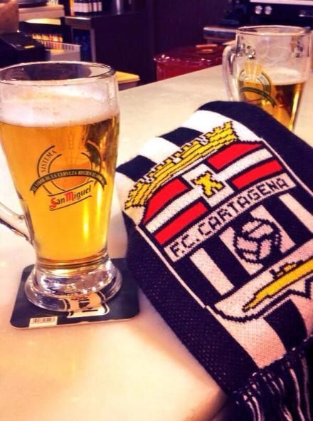 Escudo y una birra Foto Manu Aguirre