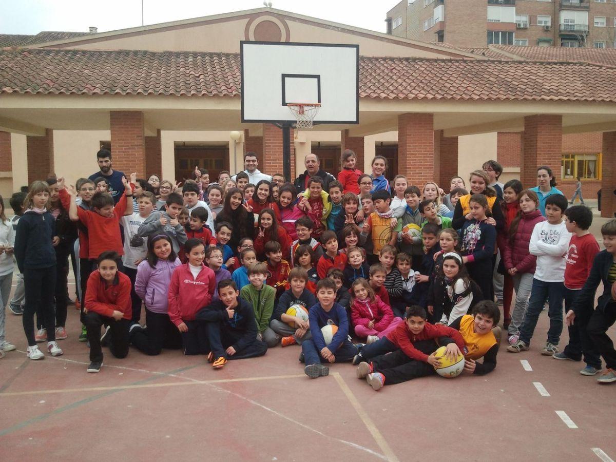 Baloncesto alumnos del colegio ciudad jard n lanzando for Instituto ciudad jardin