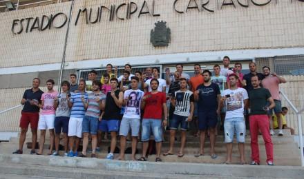 POSANDO CON CARNÉS. Foto: Pedro Gómez (Crónicas deportivas de Cartagena).