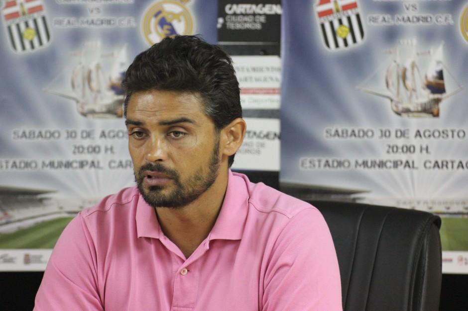 Leo Gómez durante la rueda de prensa de la Carabela de Plata Juvenil. Foto: Pedro Gómez (Crónicas deportivas de Cartagena).