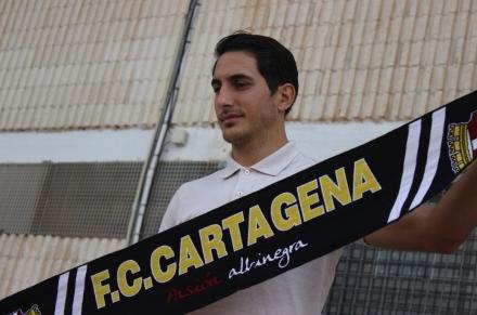 Presentación de Pallarés como jugador del FC Cartagena (1)