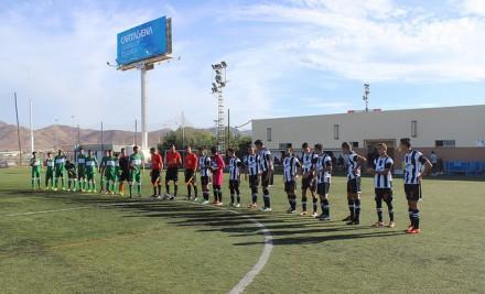 Equipos en centro del campo antes del inicio del partido