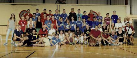 Foto de grupo tras la disputa del torneo de bádminton