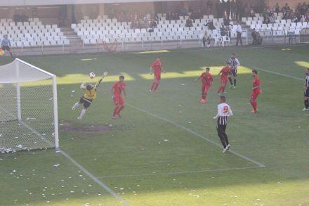 Gol de Antoñito al Sevilla Atlético. Foto: Pedro Gómez (Crónicas deportivas de Cartagena).