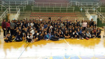 Alumnos de Maristas con el UPCT Basket Cartagena