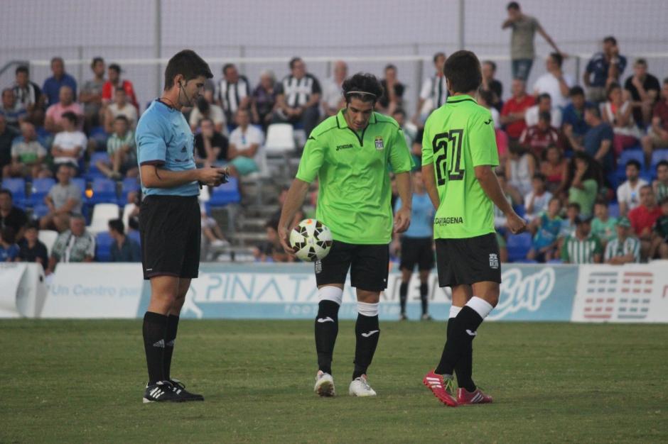 Pablo Villasur contra el Real Betis Balompié. Foto: Pedro Gómez (Crónicas deportivas de Cartagena).