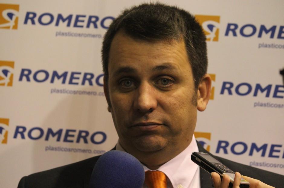Instantánea de Guillamón atendiendo a los medios tras la derrota frente a ElPozo Ciudad de Murcia. Foto: Pedro Gómez (Crónicas deportivas de Cartagena).