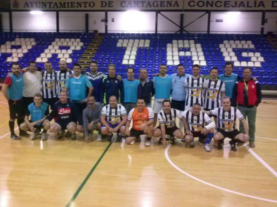 Foto grupal prensa y técnicos Cartagena FS