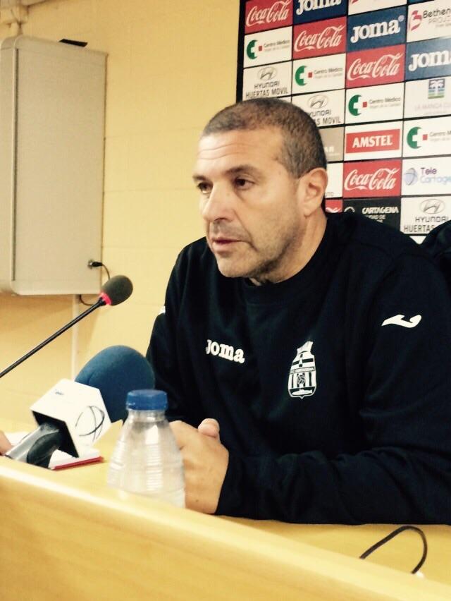 Julio Ribas declarando ante la prensa. Foto: Pepe González (OM Radio).
