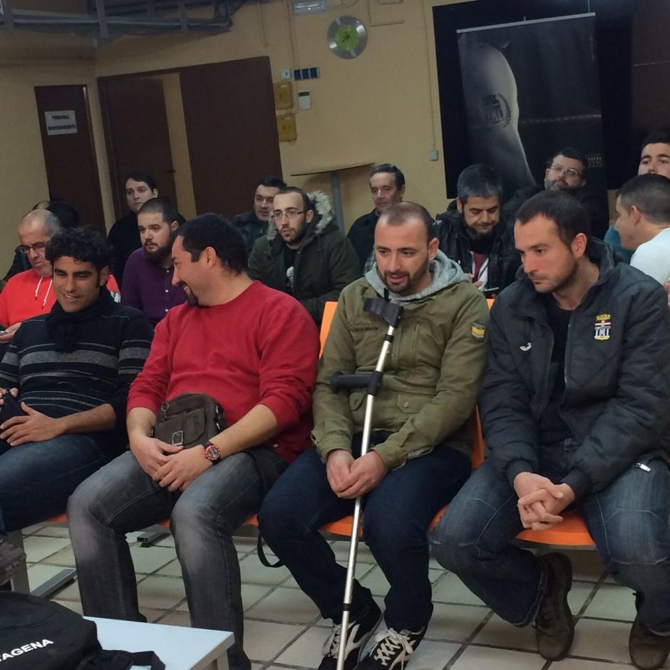 Peñistas en la asamblea de ayer. Foto: Pepe González (OM Radio).