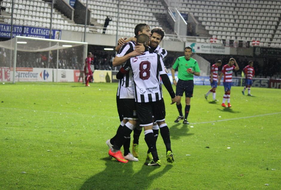 Celebración albinegra de la victoria frente al Granada CF B. Foto: Pedro Gómez (Crónicas deportivas de Cartagena).