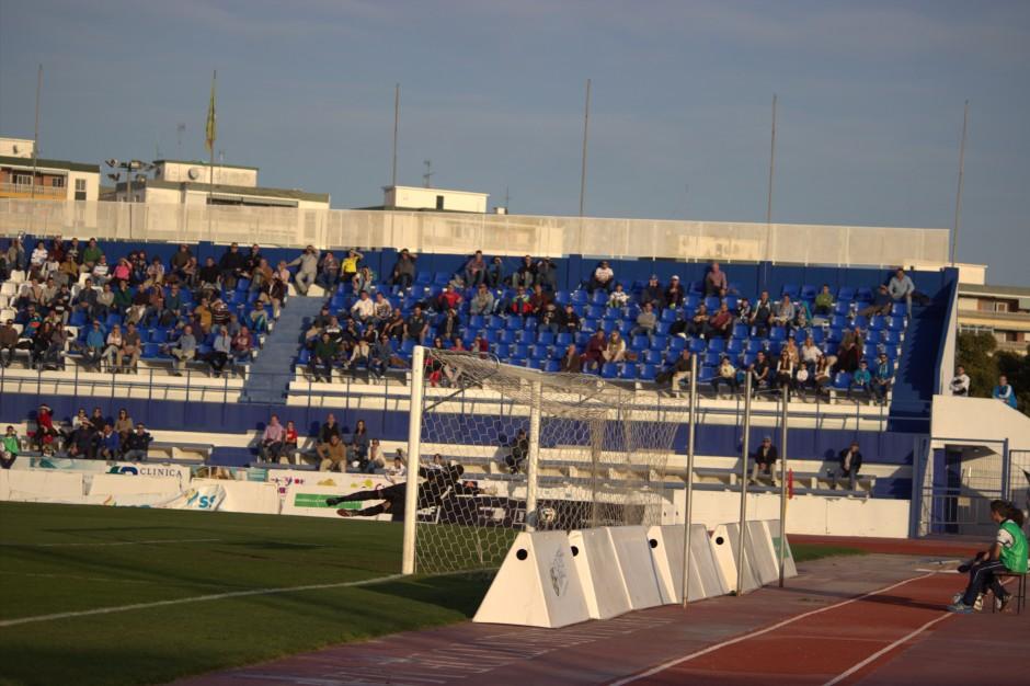Gol de Jorge Luque al Marbella. Foto: Pedro Gómez (Crónicas deportivas de Cartagena).