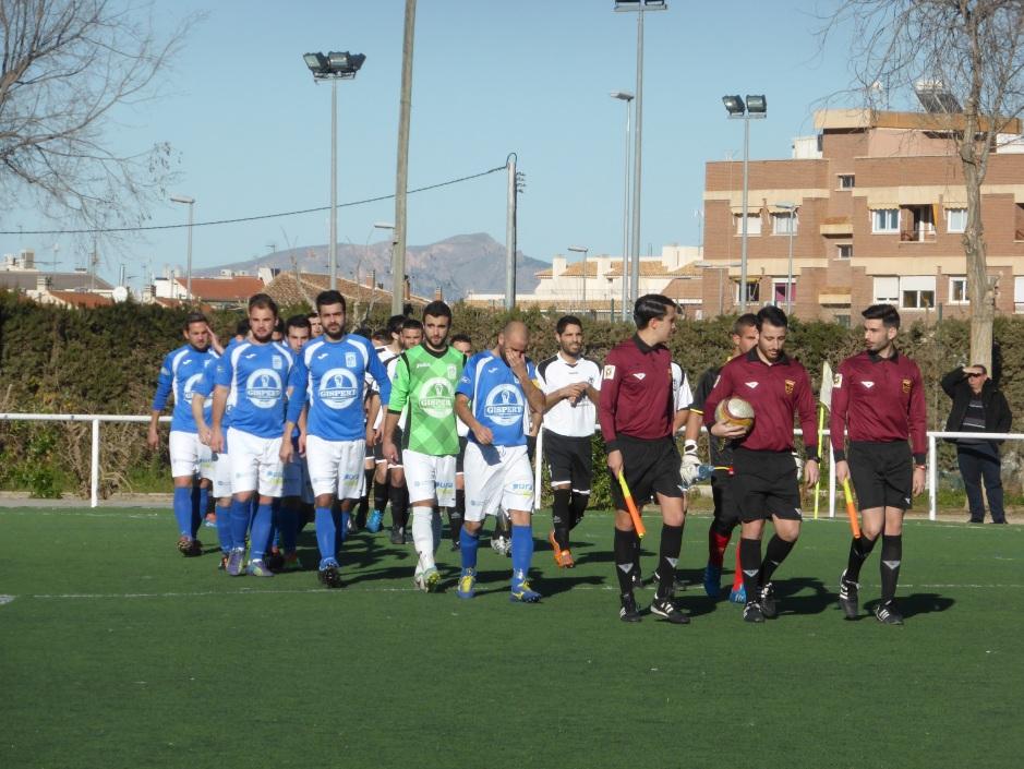 Equipos de La Alberca y La Minerva saliendo al terreno de juego. Foto: Francisco Atanasio Hernández.