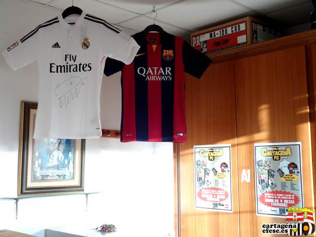 Sorteo de camisetas del Real Madrid y el FC Barcelona firmadas por Cristiano Ronaldo y Messi