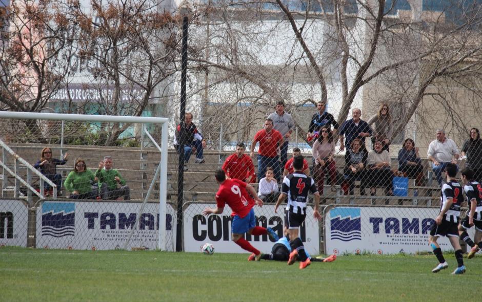 Definición de Saura en el gol de la Deportiva MineraFoto: Pedro Gómez (Crónicas deportivas de Cartagena).