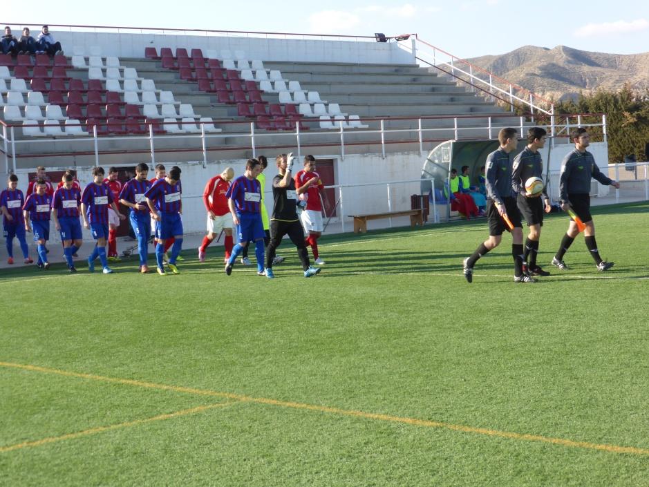 Equipos saliendo al terreno de juego. Foto: Francisco Atanasio Hernández.