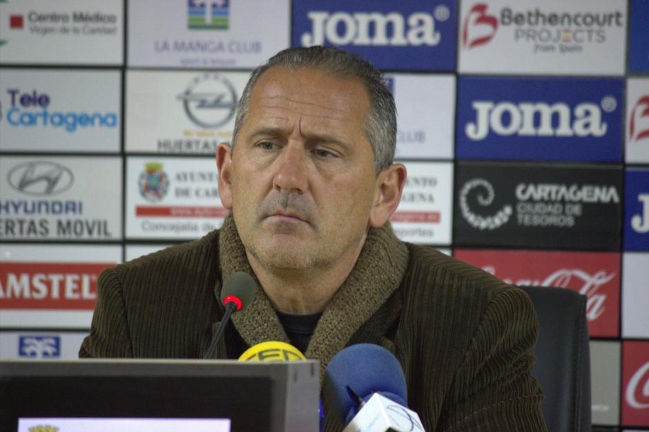 Manolo Palomeque en rueda de prensa. FOTO: Pedro Gómez (Crónicas deportivas de Cartagena).