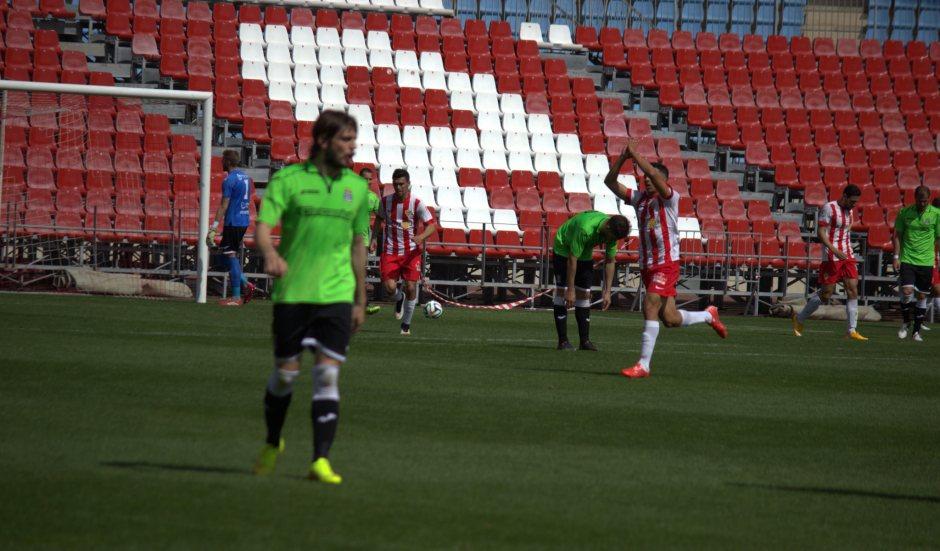Hicham pidiendo perdón a la afición cartagenera tras su gol. Foto: Pedro Gómez (Crónicas deportivas de Cartagena).