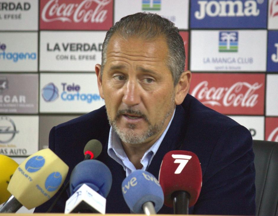 Manolo Palomeque en rueda de prensa (imagen de archivo). Foto: Pedro Gómez (Crónicas deportivas de Cartagena).