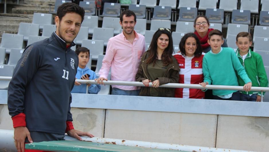 Carlos Martínez y seguidores albinegros