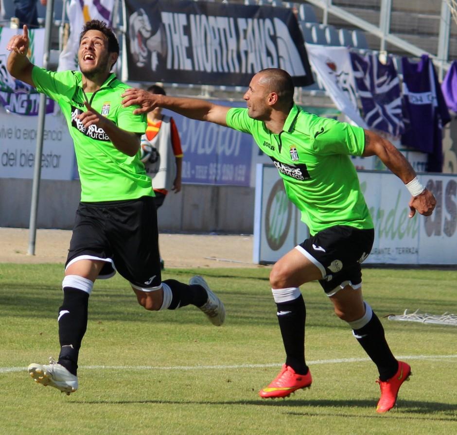Celebración de Carlos Martínez en su gol. Foto: Pedro Gómez (Crónicas deportivas de Cartagena).