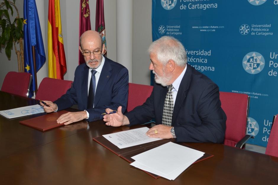 Firma del acuerdo de colaboración entre UPCT y Bádminton Cartagena