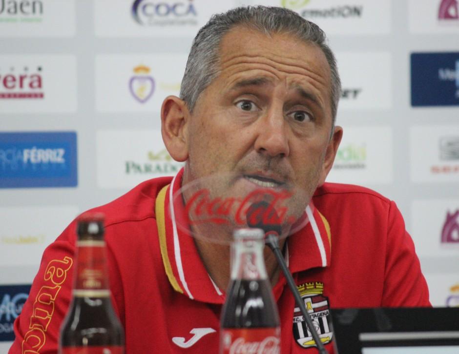 Manolo Palomeque en rueda de prensa en Jaén. Foto: Pedro Gómez (Crónicas deportivas de Cartagena).