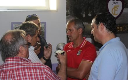Manolo Palomeque atendiendo a medios en Jaén