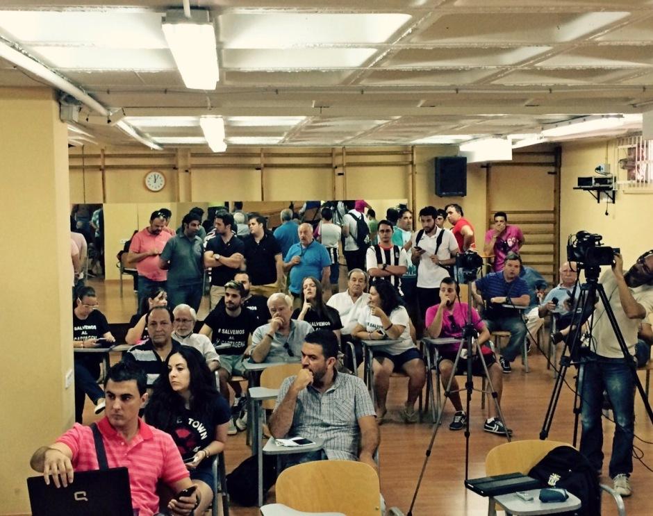 Seguidores y prensa esperando en la sala de prensa. Foto: Pepe González (OM Radio).