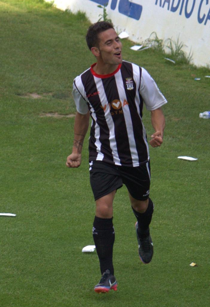 Juan Carlos Menudo celebrando un gol. Foto: Pedro Gómez (Crónicas deportivas de Cartagena).