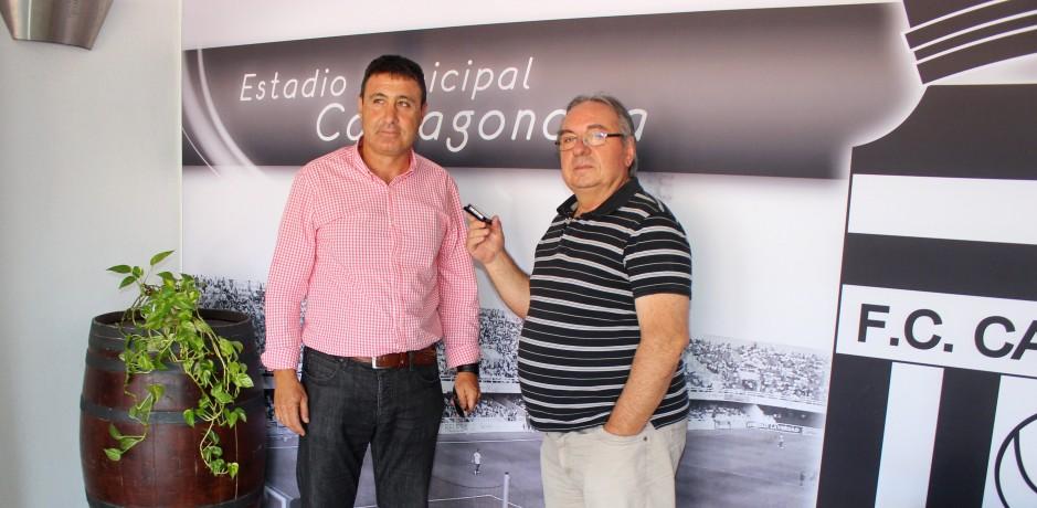Isi García atendiendo a Pepe González. Foto: Pedro Gómez (Crónicas deportivas de Cartagena).