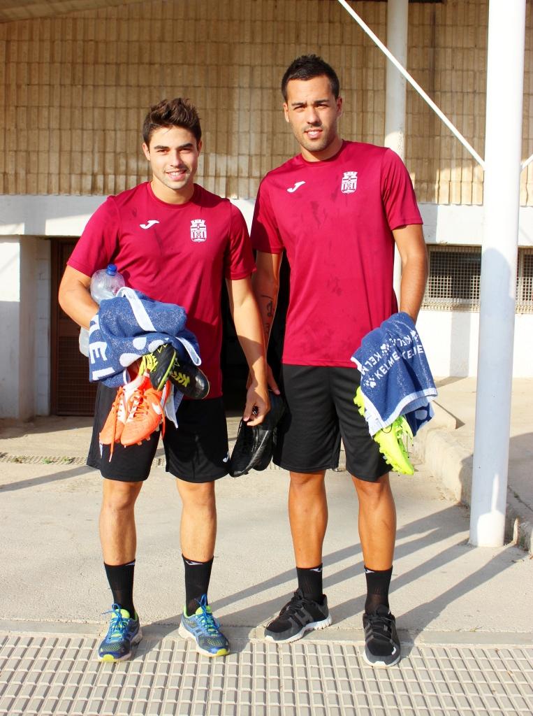 Jesús Álvaro y Ayoze Placeres en las puertas del estadio Cartagonova. Foto: Pedro Gómez (Crónicas deportivas de Cartagena).