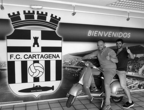 Vespa Deseado y Víctor Fernández