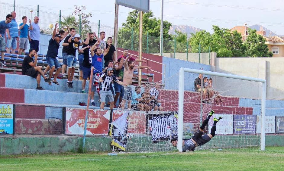 Celebración gol de Montero