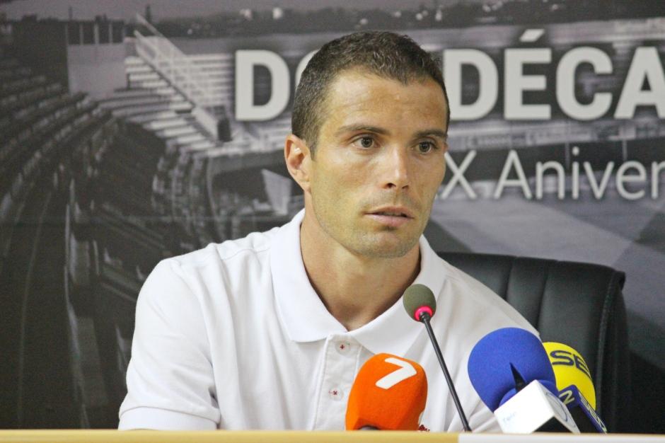 Juanlu durante su presentación. Foto: Pedro Gómez (Crónicas deportivas de Cartagena).