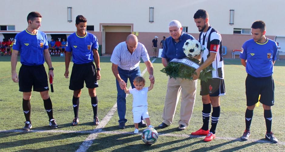 Saque de honor. Foto: Pedro Gómez (Crónicas deportivas de Cartagena).